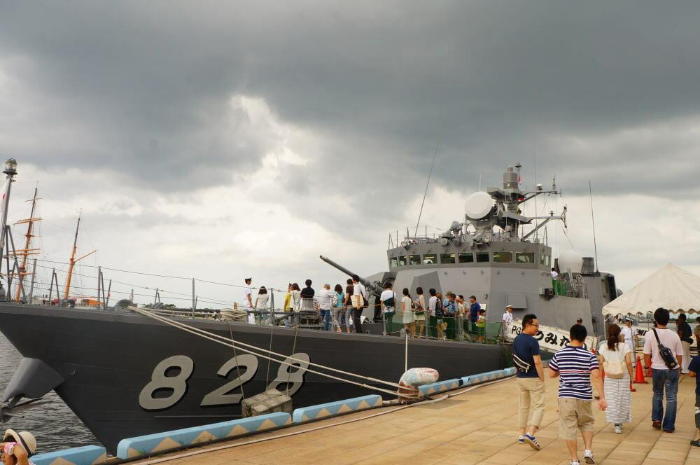 海王丸パークに着岸中のミサイル艇うみたか